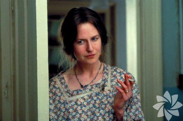 Saatler (The Hours) 2002  Yönetmen: Stephen Daldry  Michael Cunningham'ın romanından sinemaya uyarlanan filmde ünlü İngiliz yazar Virginia Woolf'u küçük bir burun protezi desteğiyle canlandırdı. Edebiyatseverlerin kalbinde özel bir yeri olan Woolf'u, duyarlı, sıra dışı bir yorumla karşımıza getirdi ve ilk Oscar'ını kazandı.