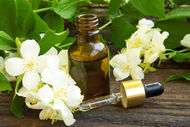 Doğal yaseminli parfüm nasıl yapılır?