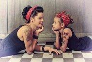İkiz gibi anne kızlar