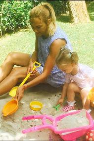Meryem Uzerli kızı Lara ile Instagram'da