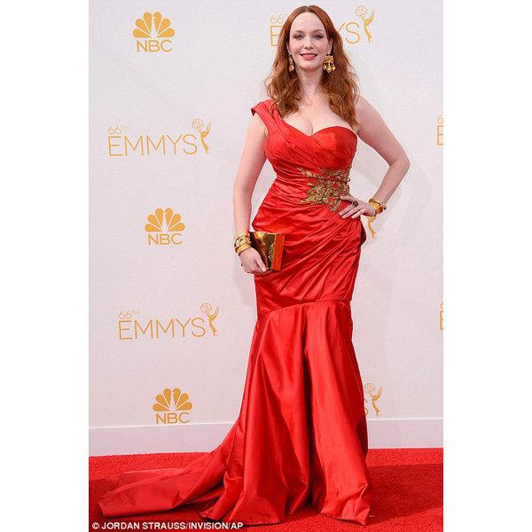 Mad Men'in yıldızı Christina Hendricks, kırmızı saten Marchesa elbisesiyle…