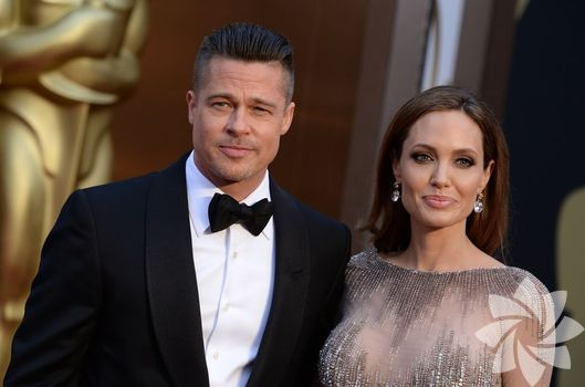 Angelina ve Brad'in düğününden ilk kareler