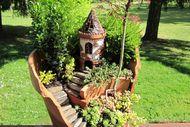 Kırık saksılardan peri bahçeleri...