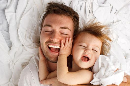 Evde bebek bakan babanın maceraları