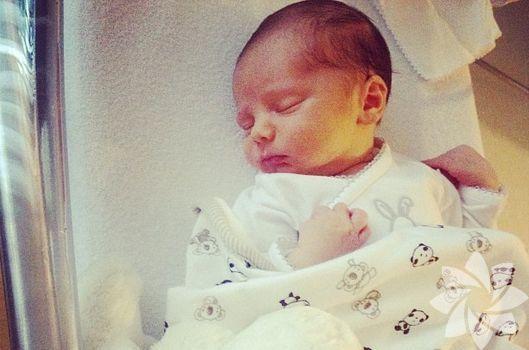 Hande Ataizi ve bebeği Instagram'da
