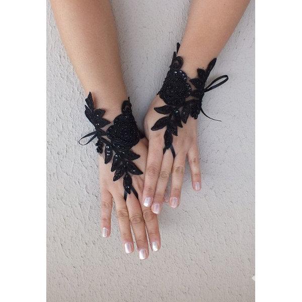 Hem günlük yaşantınızda hem de özel günlerde rahatlıkla kullanabileceğiniz dantel eldiven modelleri...