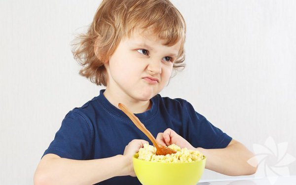 Çocukta kilonun sağlıklı büyüme ve gelişme göstergesi olmadığı günümüzde bilinen bir gerçektir. Yeterli ve dengeli beslenme alışkanlıklarının temeli ise çocukluk çağında atılarak, obezite gibi önemli hastalıkların önüne geçmek mümkün olabilmektedir. Memorial Antalya Hastanesi Beslenme ve Diyet Bölümü'nden Diyetisyen Berna Ertuğ, çocukluk çağı beslenmesini anlatıyor.