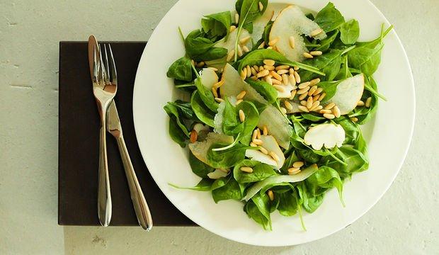 Armutlu ıspanak salatası