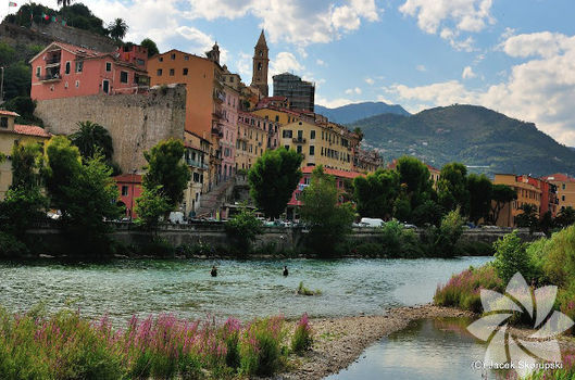 Sabahın ilk ışıklarında yürüyüş: Ventimiglia