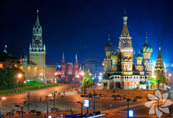 Moskova'ya geliş sebebim her zamankinden farklı... Gloria Sports Arena'nın ev sahipliğinde Türkiye'de ilki 2015 Mart'ında Antalya'da yapılacak Gloria World Open Dünya Dans Şampiyonası'nın Moskova ayağını izlemek. Moskova Kremlin, Kızıl Meydan, görkemli 7 kız kardeş binaları, şık restoran ve gece kulupleriyle her zaman ilgimi çeker. Birkaç yıldır gelmediğim Moskova'yı değişmiş gördüm. Değişmeyen tek şey cazibesi... İşte üç günlük Moskova notları...