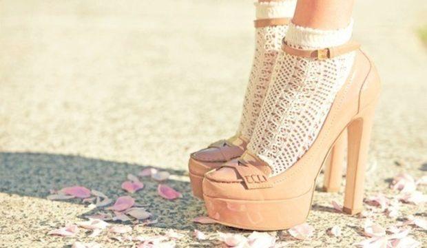 Çorapla topuklu ayakkabı nasıl giyilir?