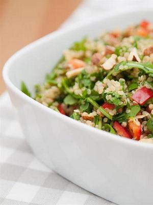 Pancarlı kinoa salatası
