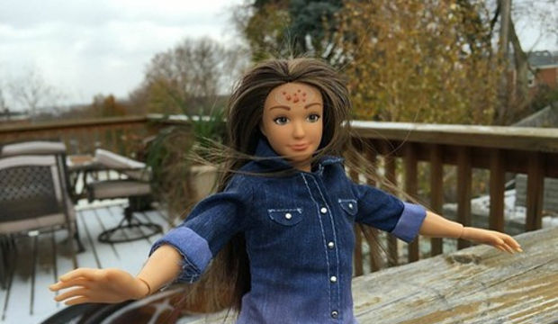 Barbie'ler artık selülitli ve sivilceli!