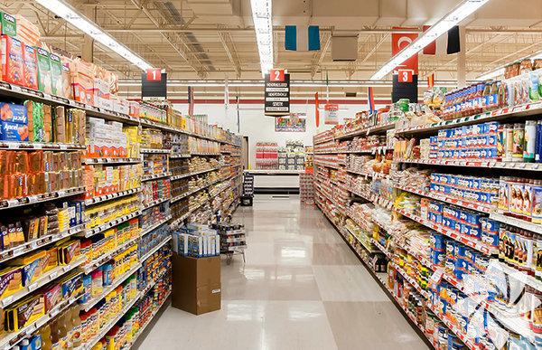 Süpermarketler sokaktaki en aldatıcı yerlerdendirler –insanları yiyecek seçimlerinin sağlıklı olduğuna inandıran iddialı paketlerle dolu, kafa karıştıran ve çoğunlukla yanlış yönlendiren yerler. Cezbedici gıdalarla dolu olan marketlerde en az 30 çeşit dondurma ya da dondurulmuş gıda bulabilirsiniz. Elbette ki bu durum marketlerin suçu değildir; sonuçta market yalnızca bir teşhir alanı. Doğru seçimleri yapabilmek tamamıyla bize bağlıdır. İşte size sağlıklı bir market sepet için basit bir rehber: