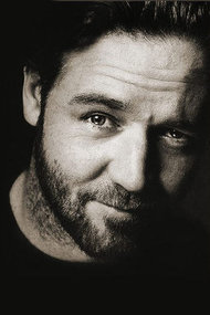 Russell Crowe tespihiyle İstanbul'a geliyor!