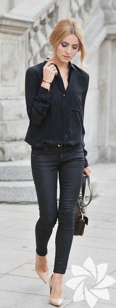 Siyah bir gömlek olmazsa olmaz parçalardan. Ani bir iş görüşmesi ya da bir akşam yemeği için kurtarıcı parçalardan birisi. Dilerseniz kumaş pantolon ya da etekle kombinleyeceğiniz siyah gömleğin klasik modellerini tercih etmelisiniz. Böylece dolabınızdaki birçok kıyafetle uyum sağlayabilir.