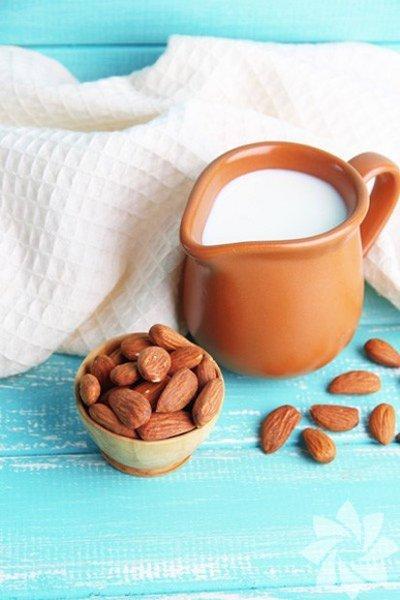 1-Daha parlak ve sağlıklı bir cilt için: Yarım bardak sütü yüzünüze sürün. Yarım saat bekledikten sonra durulayın.
