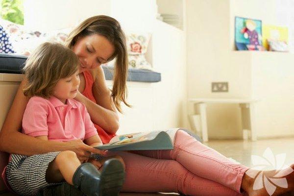 Empati başkalarının bakış açılarının farkında olabilmek ve kendi duygusal tepkilerini düzenlemek yeteneğidir. Duygusal istikrar, esneklik, zorlukların üstesinden gelme yeteneği, sosyal bağlılık ve genel memnuniyeti içerir. 1. Çocuğunuza tutarlı duygusal ve fiziksel destek sağlayın Araştırmalar gösteriyor ki güvenli bağları ve ilişkileri olan çocuklar, diğer çocukların sorunlarını daha çok önemsiyorlar.