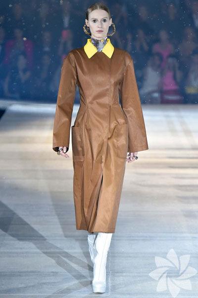 Christian Dior 2015 sonbahar koleksiyonu... Model:Julia Nobis