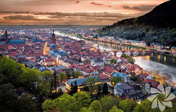 Almanya'nın Baden-Württemberg eyaletinin kuzeyinde bulunuyor.