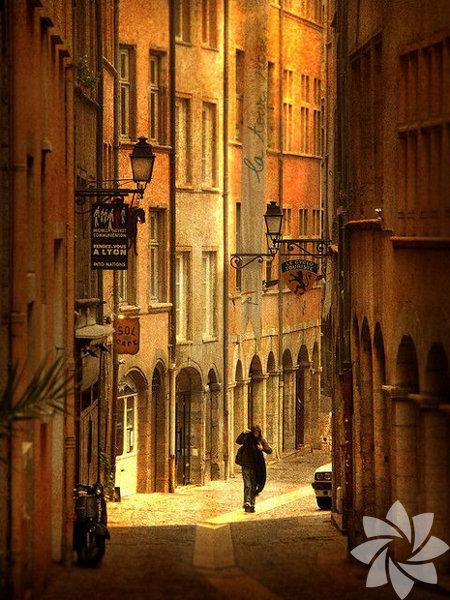 Lyon, Fransa'nın güneydoğu tarafında yer alan bir şehir.