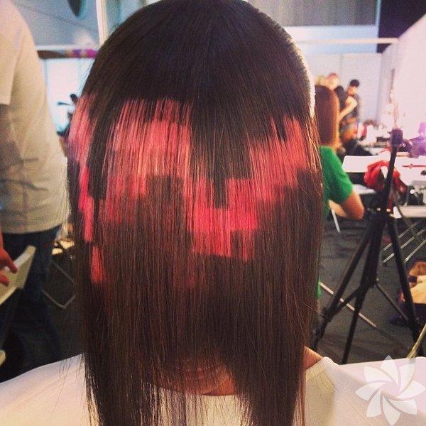 Madrid'deki X-Presion isimli kuaför, ilgi çekici yeni piksel saç renklendirmesinin öncülüğünü yaptı.