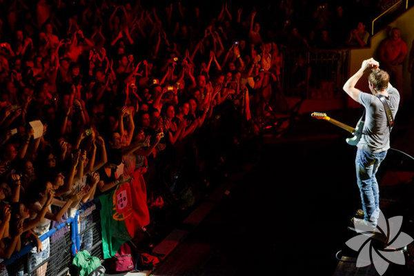 Biletler cebe Romantik şarkıları ve sesiyle James Blunt, İstanbul'a geliyor. 5 kez Grammy'ye aday gösterilen Blunt'ın konseri 27 Şubat'ta Ülker Sports Arena'da gerçekleşecek.   Kore'nin en popüler kadın pop yıldızlarından Ailee, en eğlenceli isimlerinden Jay Park ve rap yıldızı San E, Unite the Mic Tour kapsamında 15 Mart 2015 akşamı Volkswagen Arena'da sahneye çıkacak. Biletler, 9 Şubat Pazartesi sabahı satışa çıkıyor.