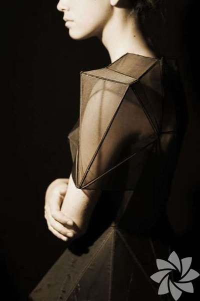 Geometri şekillerini artık moda da görmek mümkün. Etekler, elbiseler, ayakkabılar, aksesuarlar....