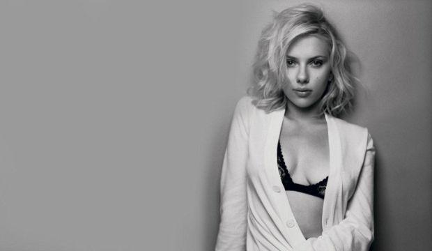 Scarlett Johansson Mert Alaş'a poz verdi