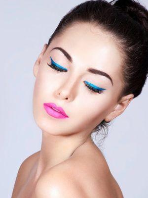 Renkli eyeliner modası...