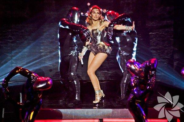 Haberdar ol Kariyerinin 25. yılını kutlayan Kylie Minogue, bir kere daha İstanbul'a geliyor... 16 Haziran'da KüçükÇiftlik Park'ta gerçekleşecek konserin biletleri satışta. %100 Metal, Alman öncü prog-power grubu Blind Guardian'ı Beyond the Red Mirror turnesi kapsamında 13 Mayıs Salı Jolly Joker Ankara'da, 14 Mayıs Çarşamba akşamıysa KüçükÇiftlik Park'ta ağırlayacak. 30 yıllık rock müzik deneyimine hazır olun!