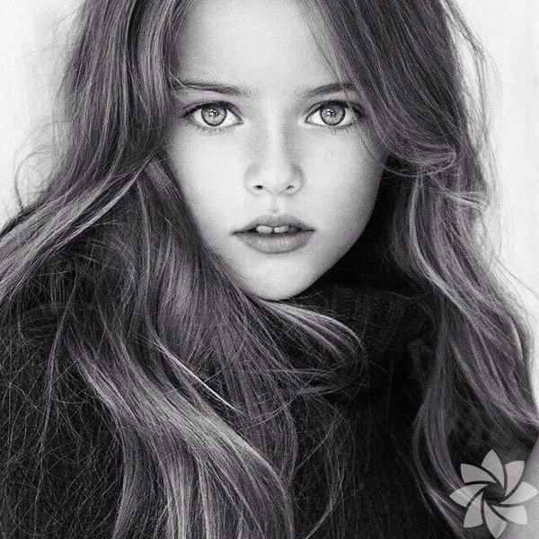 """İşte """"Dünyanın En Güzel Kızı"""" ünvanına sahip 9 yaşındaki süper model: Kristina Pimenova…  Rusya'nın başkenti Moskova'da yaşayan Kristina Pimenova, hem dünyanın en küçük mankeni hem de dünyanın en güzel kızı olarak biliniyor."""