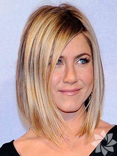 Kısa Saç:Uzun saç havalı görünüyor, inkar etmiyoruz ancak havalar ısındıkça; modern kesimli küt saçlar iyi bir alternatif olabilir.