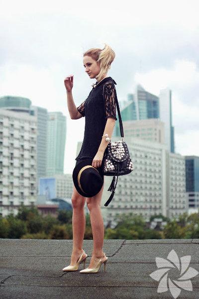 """Moda dünyasında yerini sağlamlaştırmış, her kadının sahip olması gereken klasikler vardır. """"Little Black Dress"""" de zamansız oluşlarıyla dikkat çeken bu klasiklerden biri..."""
