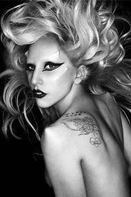 Lady Gaga'dan ilginç poz...