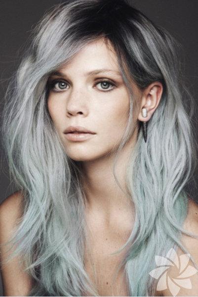 Gri saç son günlerde saç trendlerinde yükselen değerler arasında. Siz de klasik renklerden sıkılıp farklı bir imaja bürünmek istiyorsanız bu cesur trendi deneyebilirsiniz...