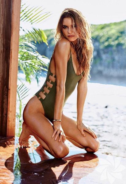 Natürelliğe Saygı Duruşu Modadaki natürelliğe saygı duruşu plaja indi! Kumsallardan ilham alan kum beji ve yaprakların içinde gizlenen haki yeşili plaj modasına yön veren başlıca trendlerden.