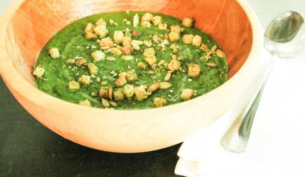 Ispanaklı bezelye çorbası