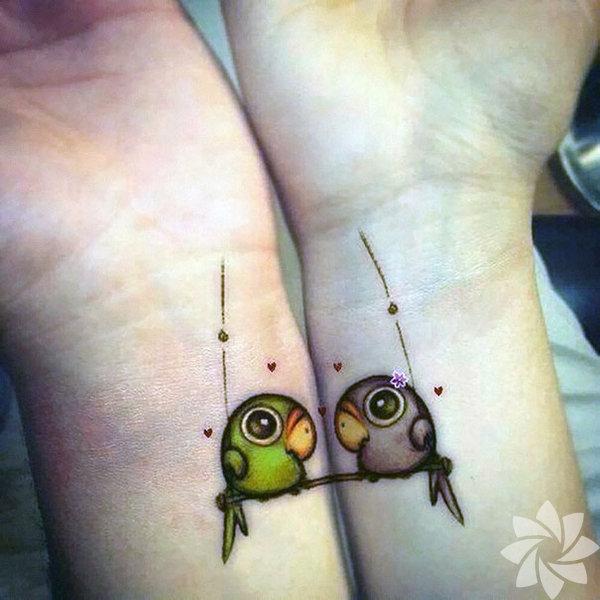 Sevdiğinizle dövme yaptırmaya karar verdiyseniz, bu eşleştirmeli dövme modelleri ile uygun çift olduğunuzu bir kere daha kanıtlayın.  Eşleştirmeli çift dövmeleri...