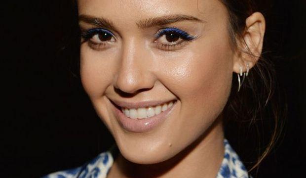Ünlü trendleri: Renkli eyeliner büyüsü