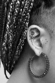 Kulakların yeni trendi dövmeler