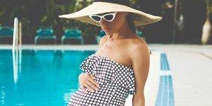 Hamileyken de plajda havalı gözükebilirsiniz!