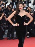 Siyah elbise efsanesi: Cannes stilini yakala