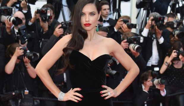 Siyah elbise efsanesi Cannes stili