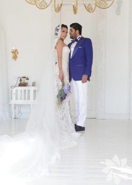 Ebru Yaşar 1 buçuk yıldır birlikte olduğu işadamı Necat Gülseven, önceki akşam Marmaris-Bozburun'da evlendi.