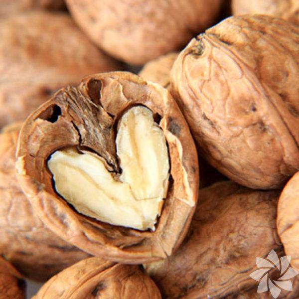 Ceviz: İçeriğindeki Omega-3 yağ asitlerinden dolayı ramazanda açlığa bağlı unutkanlık, konsantrasyon eksikliğinin azalması ve sağlıklı bir oruç süresi için günde 2-3 tane ceviz tüketilmesi gerekir. Cevizdeki iyi yağın (28 g başına 2,5 gram ALA/Omega 3), lifin (28 g başına 2 g) ve proteinin (28 g başına 4 g) kilo yönetiminde önemli bir başarı faktörü olan tokluğun sağlanmasına yardımcı olabileceği görülmüştür.İki porsiyon (yaklaşık 55 g) ceviz tüketmek viseral yağlanmalı aşırı kilolu yetişkinlerde endotal (iç zar) tabakası fonksiyonlarını iyileştirir. Diyete ceviz ilavesi kilo almaya neden olmaz