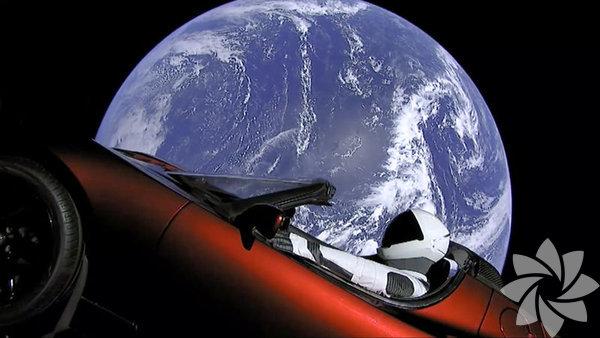 ABD merkezli uzay aracı ve roket üreticisi SpaceX şirketinin kurucusu Elon Musk'ın girişimiyle yapılan dünyanın en güçlü roketi Falcon Heavy, Florida eyaletindeki Kennedy Uzay Üssü'nden uzaya fırlatıldı. Rekor fırlatılışın en ilginç yanı ise uzaya gönderilen Tesla model otomobildi.