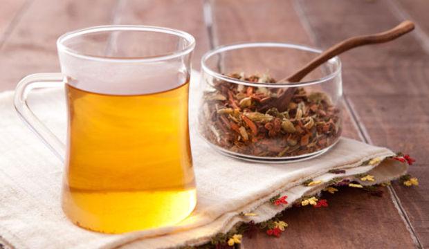 Basenlerinizdeki fazlalıkları karışık bitki çayıyla eritin