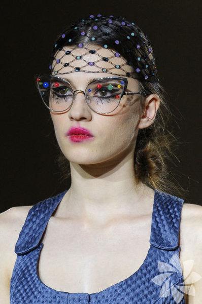 Paris Moda Haftası'nda dikkat çeken aksesuarlar