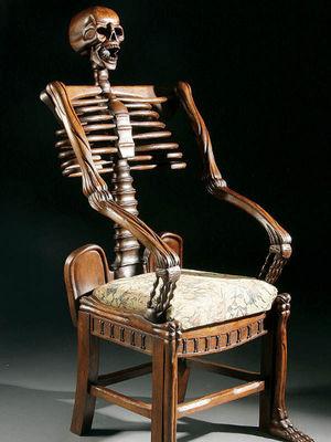 Bu sandalyelere oturmak yasak!